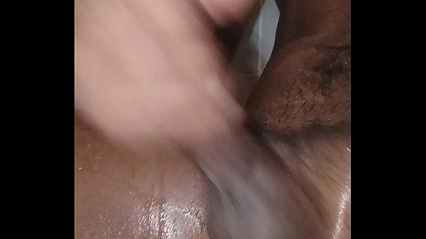 Голенькая азиаточка с заросшей лобковыми волосами щелью стремится бешеного жестком бдсм