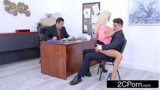 Женщина исполняет минет члена взамен на великолепный трах с мужиком